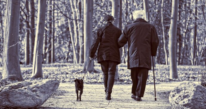 elderly-couple-3304384_1280