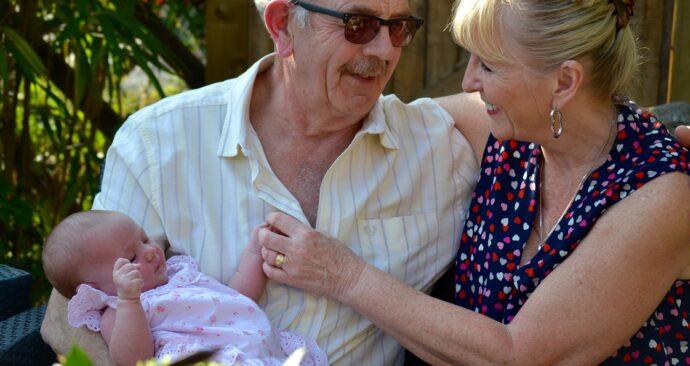 grandparents-1703766_1280