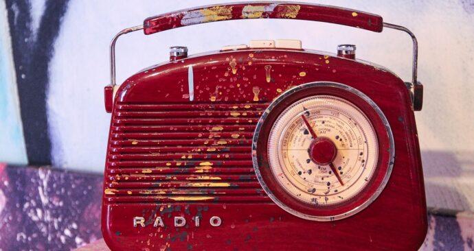 radio-4333412_1280