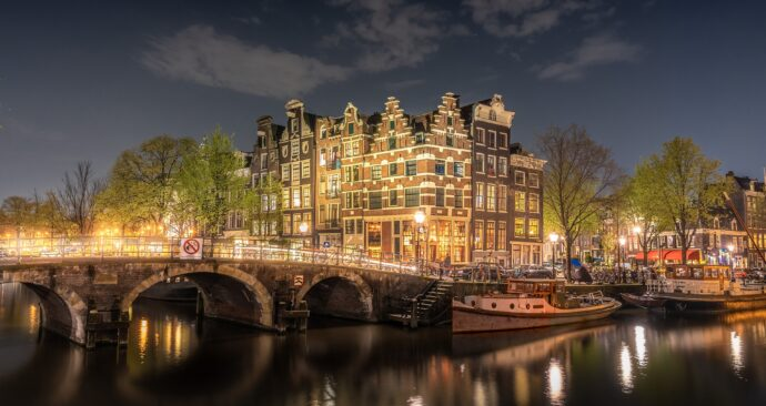 amsterdam-4230946_1920