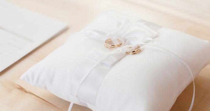 wedding-rings-2154560_1920-1