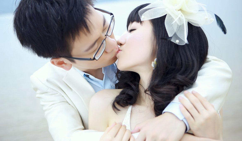 kiss-503446_1920