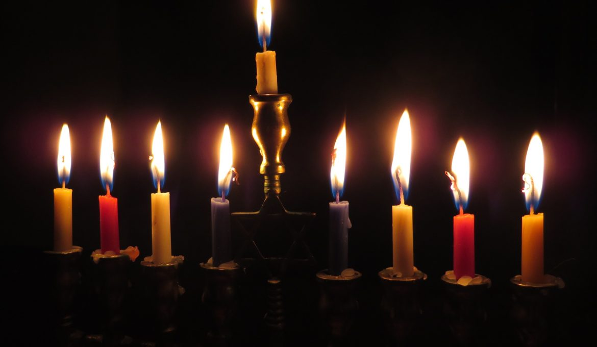 candles-897776_1920