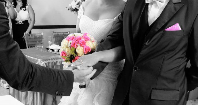 grooms-989852_1920
