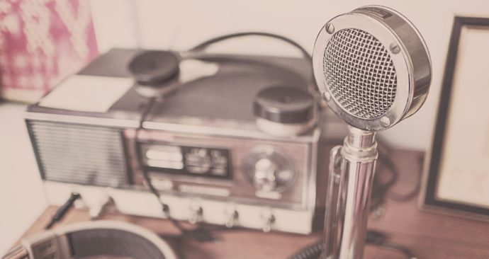microphone-2627991_1920