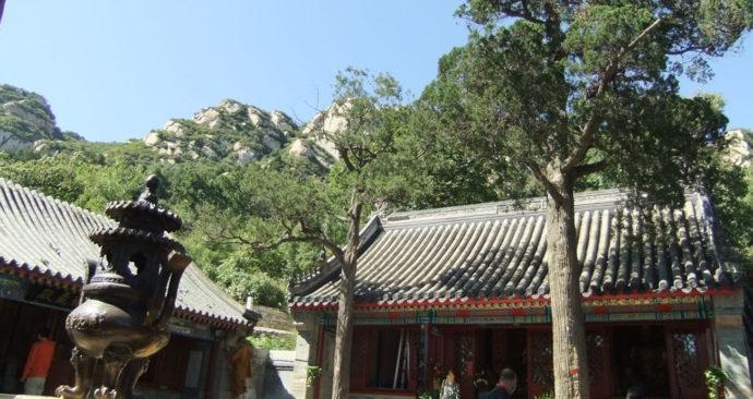 Longquan-klooster-WikimCom