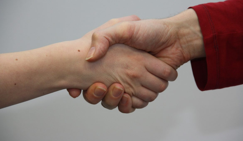 hands-1439403_1920
