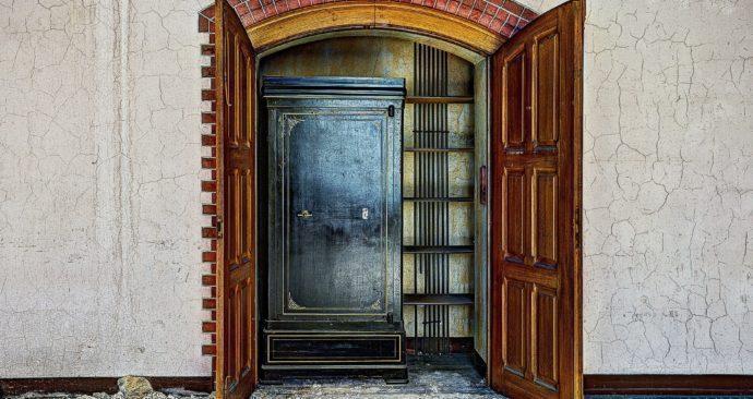 closet-426388_1920