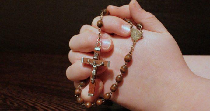 rosary-1211064_1920-1