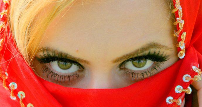 brown-eyes-726215_1920