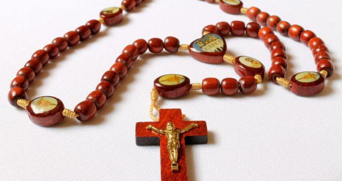 crucifix-623048_1920