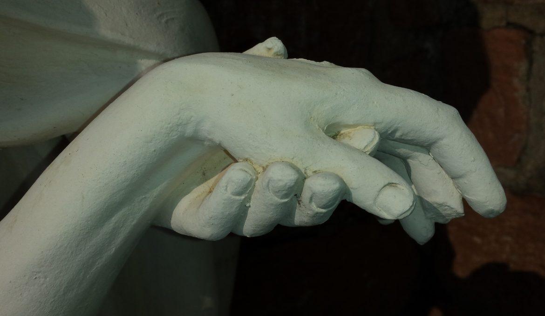 hands-683950_1920