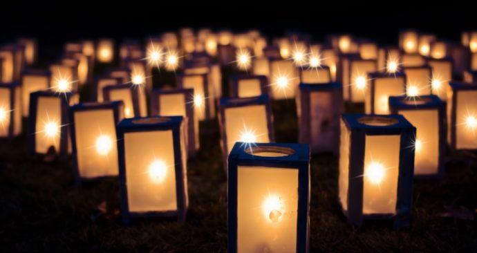 lights-1088141_1920-1