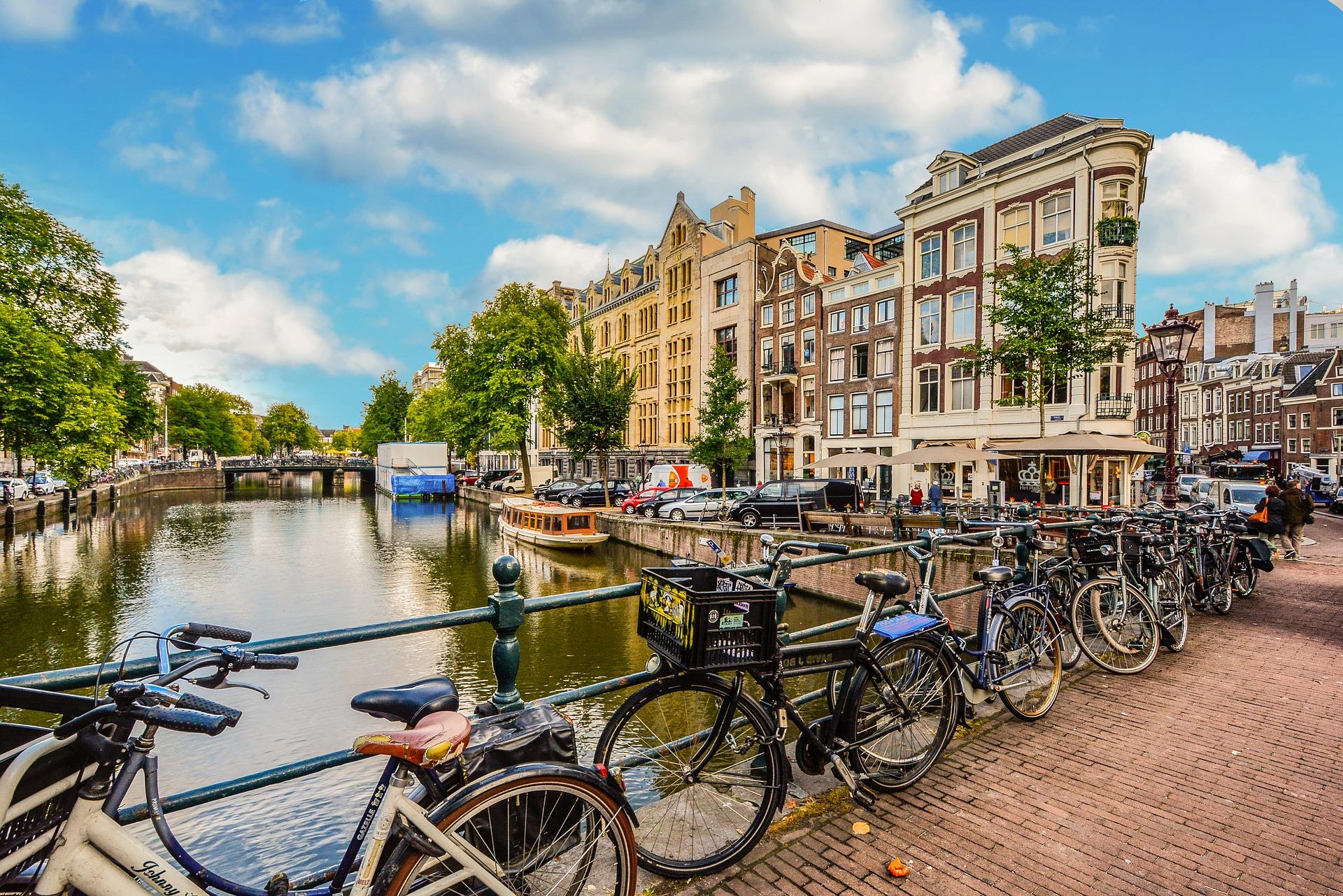 amsterdam-2241485_1920
