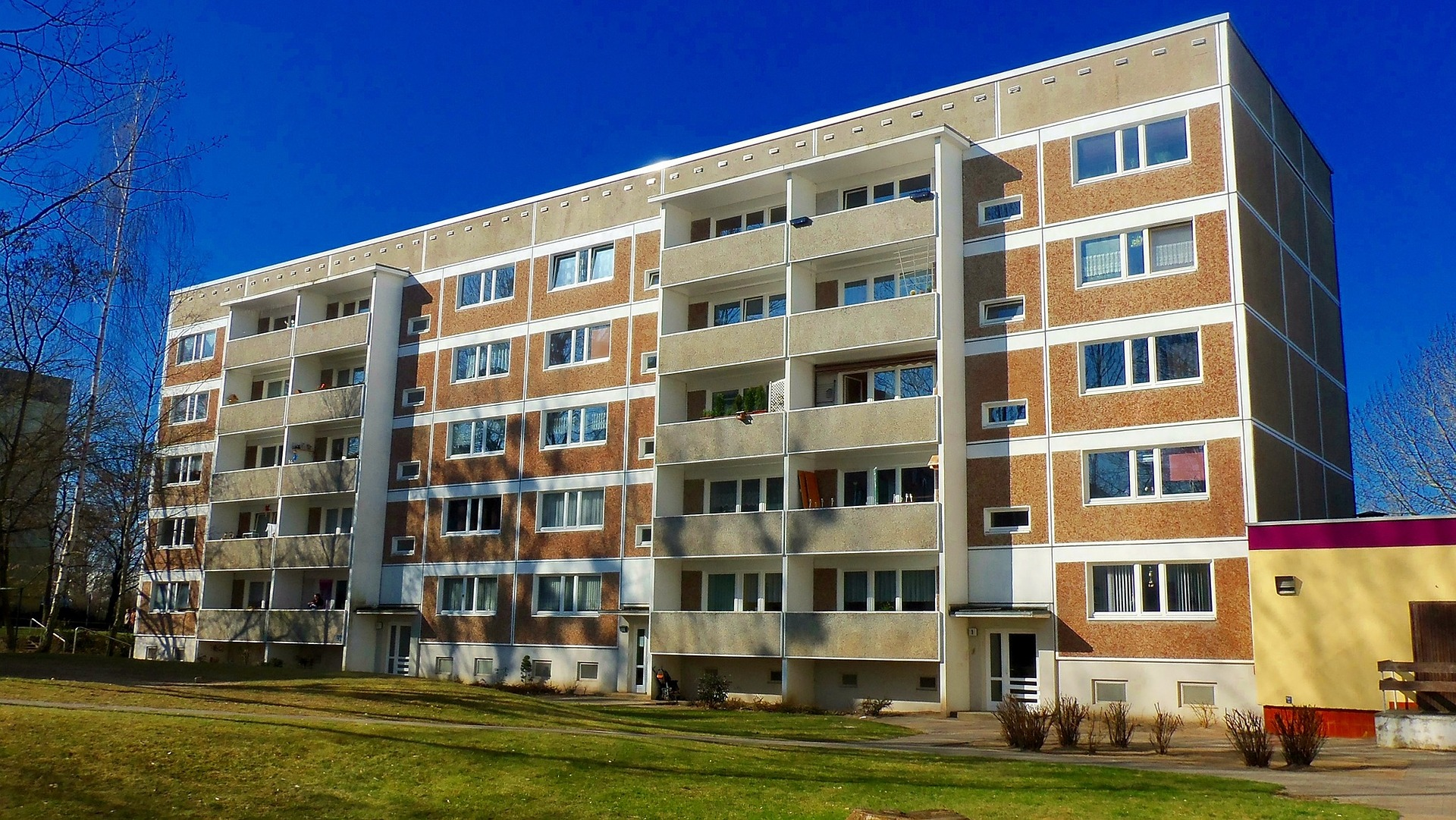 appartment-building-835817_1920