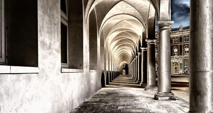 cloister-2041063_1920