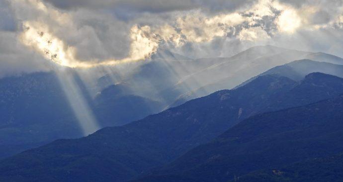 ray-of-light-2341866_1920