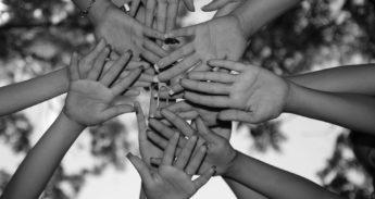 hands-1445244_1920