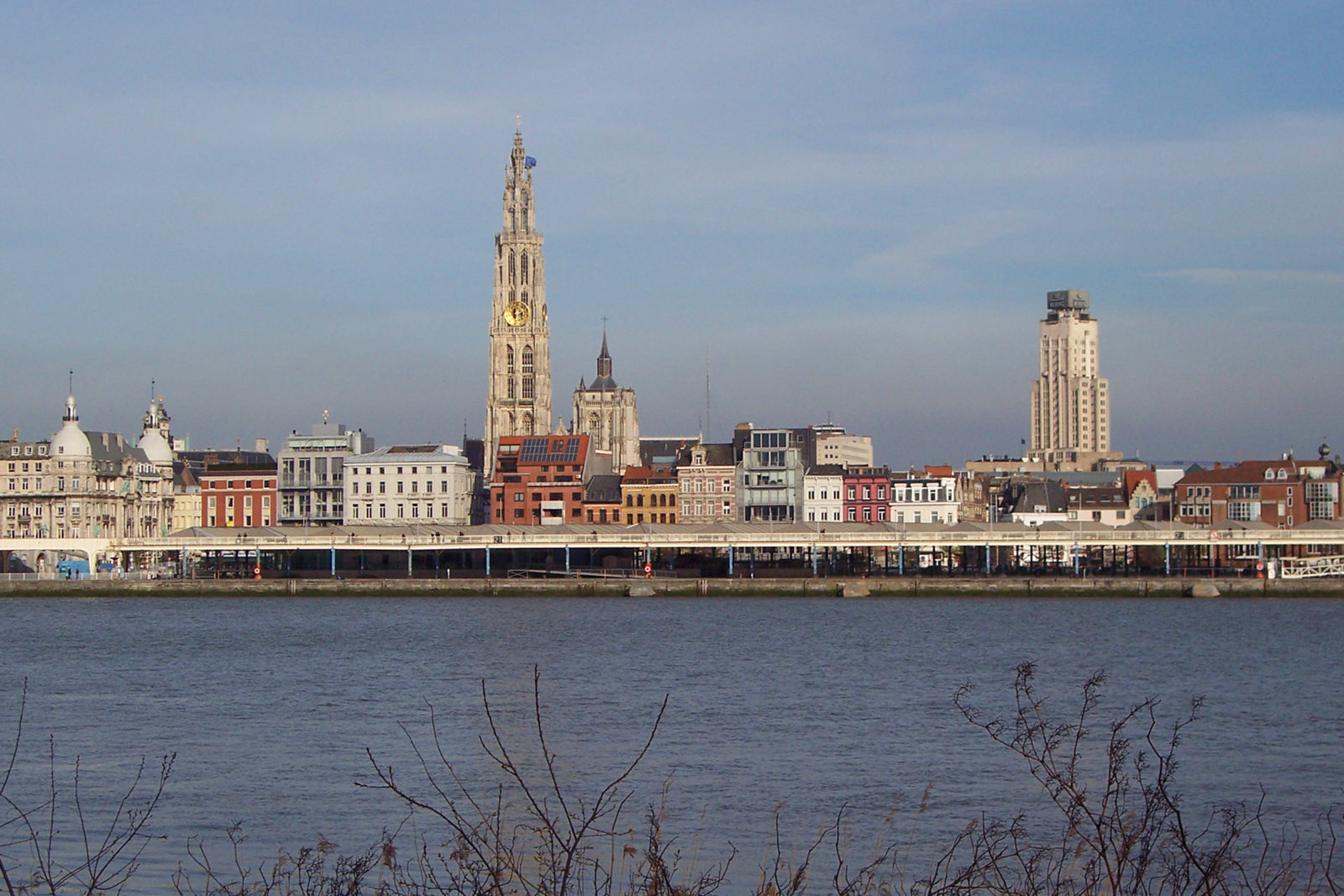 Antwerp_riverfront_april_2012