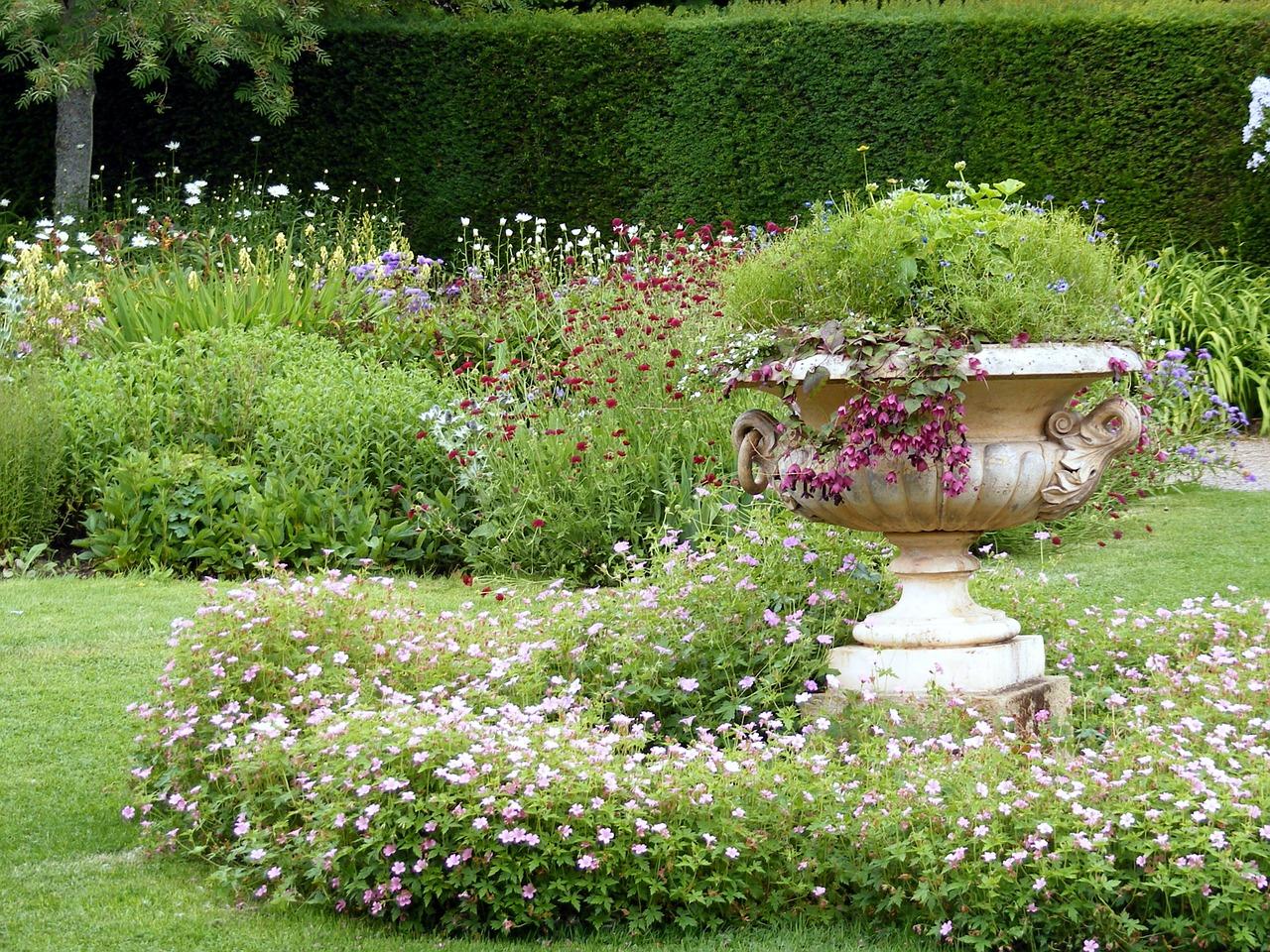 garden-470718_1280