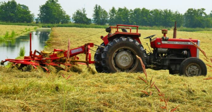 tractor-3482558_1920