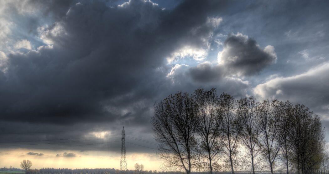 Dark_sky_and_clouds_01