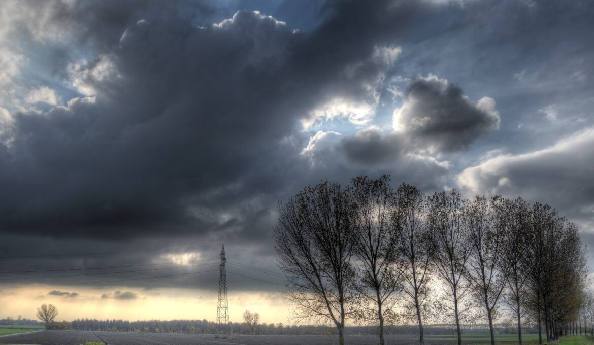 Dark_sky_and_clouds_01