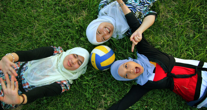 1280px-Three_Muslim_girls_in_tudungs_-_20100718