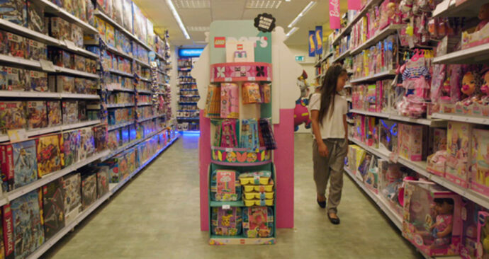 Interseksekind_speelgoedwinkel