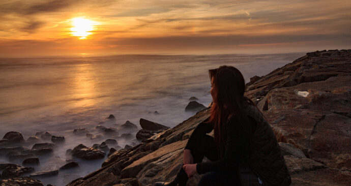 zonsondergang_vrouw_pixabay