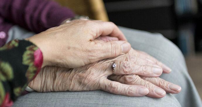 handen_ouderen