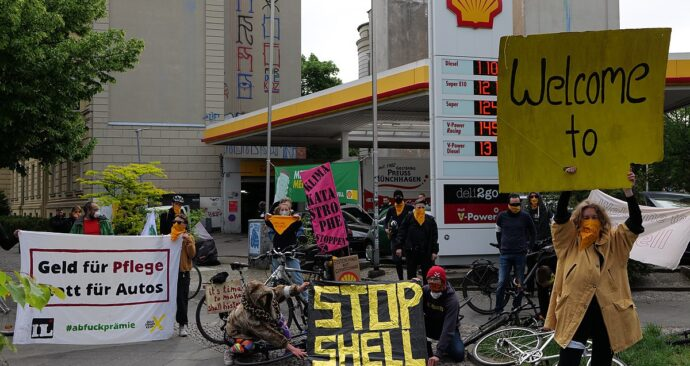 1200px-Shell_must_fall_protest_Berlin_2020-05-19_62