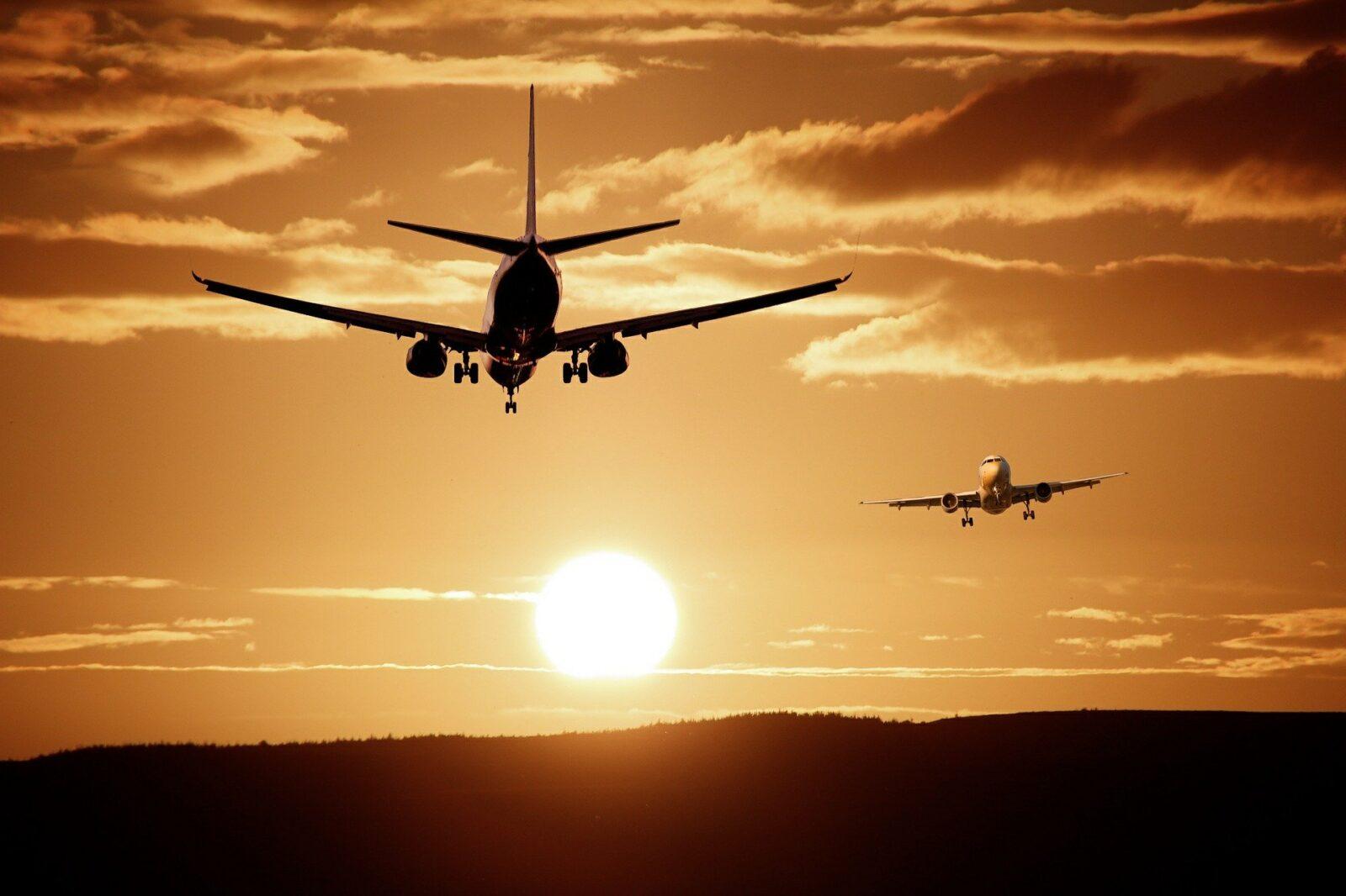 plane-513641_1920