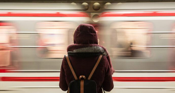 Zintijd-43_header-vrouw-metro
